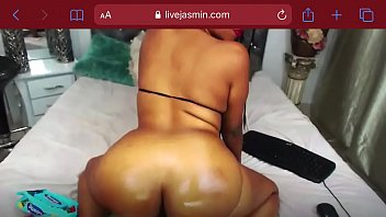 Oiled ass twerking