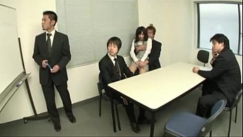 Japanese girl oral sex at the office