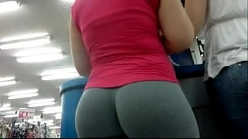 Biggets ass in Candid camera in public store nice ass in tight yoga pants 01