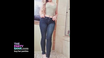 Blonde fingers herself until she squirts while talking dity - The Panty Bank