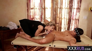 Perfect lesbians Jessa Rhodes pussy became wet after amazing body massage