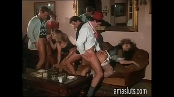 Little orgy in an italian vintage porn movie video