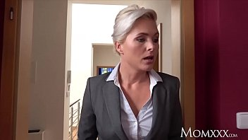 MOM Estate agent MILF wakes and fucks horny student porno izle