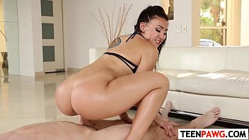 Teen Mandy Muse Make Her Tush Bounce