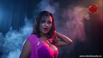 desimasala.co - Bhojpuri auntys huge cleavage and bouncing boobs show song
