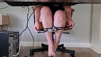 Slutty mom squirts multiple times during zoom meeting HD Altyazılı Porno