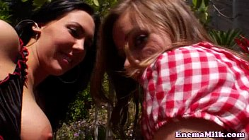 Milk clisma session with lesbo