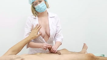 The masseuse saw the patient's dick and was so horny that she fucked him on the table