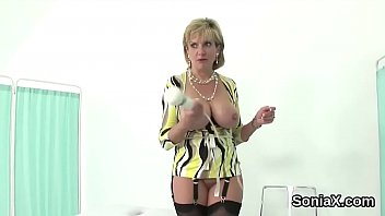 Unfaithful british mature lady sonia shows her heavy boobs