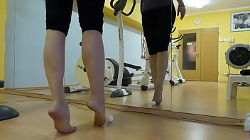 Cams4free.net - Nylon Feet In The Gym