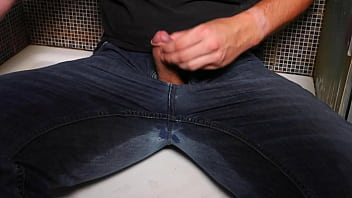 Guys pee jeans Guy pee inside his jeans and cumshot on end