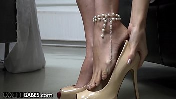 FootsieBabes Making Herself Pretty Before Seducing Her Man With Her Feet