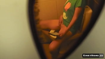 Hidden camera - Spy on my roommate masturbating in the toilet!
