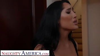 Naughty America - Chloe Amour fucks neighbor to thank him for his pest control help