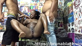 Bruna Black in a sorruba with youngsters inside the shed.... (Complete at https://brunablack.vip or on XvideoRED)