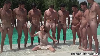 A bunch of hung guys gangbanged Linda Leclair