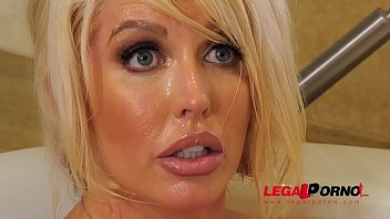Top-heavy Milf Alura TNT Jenson stunned by stud's enormous big veiny dick GP637