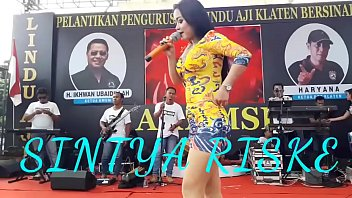 Indonesian Erotic Dance - Pretty Sintya Riske Wild Dance on stage thumbnail