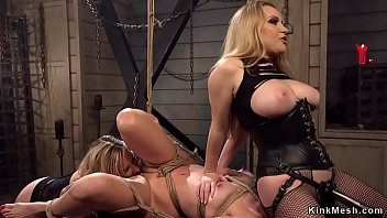 Face sitting and squirting threesome lesbians