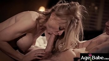 Sexy GILF Nina Hartley was attracted to her new client Juntin Hunt and seduces him after their meeting.