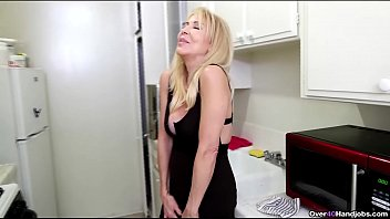 over40-Sexy milf jerks off a huge dick thumbnail