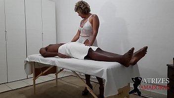 New gifted client asks milf to finish the trantica massage with hot sex * Casal Sapeca Rj *