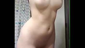 instagram girl shows you her natural tits