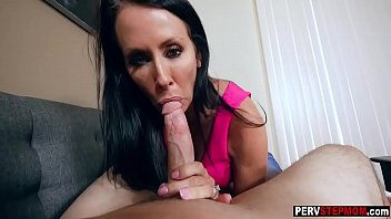MILF stepmom sucked the biggest thing for popularity