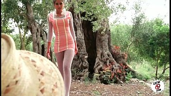 Julia follando en el campo - Sexy teen fucking outdoor