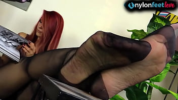 Streaming Video Tattooed redhead shows feet in pantyhose and stockings - XNXX.city