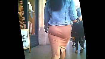 great ass in very tight skirt