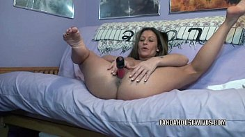 Leanna milf Mature hottie leeanna heart stuffs her twat with toys