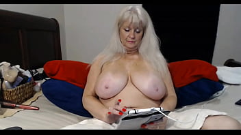 Blonde MILF with Big-Tits have Cam-show