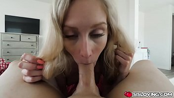 Stepbro fingers Emmas tight pussy then she suck his cock until he cums in her mouth Vorschaubild
