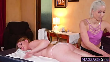 Cute big ass client experienced massage and fingering