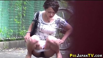Pee cahrt Asian teen pees outdoors