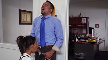 CoverDON'T FUCK MY DAUGHTER - Teen Victoria Valencia Visits Daddy At Work, Takes Dick From His Employee