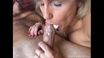 Beautiful beefy old spunker gives an amazing sloppy blowjob Thumb