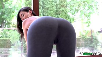 Sexy Latina Shows Us Her Positions by Oye Loca featuring Canela Skin, Mugur Porn 7 min