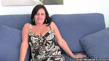 Mature mom with big tits gets finger fucked 5 min