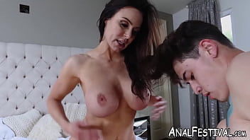 Young Chloe Cherry shares cock with bubble butt MILF pornhub video