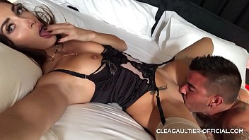 Clea Gaultier wet pussy and fast squirt 9 min