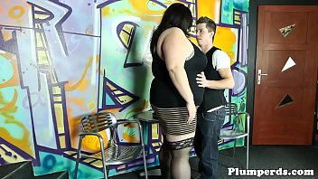 Real plumper pussyfucked by sub bartender