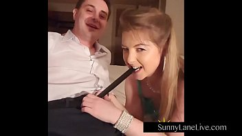 Streaming Video Sexy Sunny Lane Sucks Off Lucky Fan! - XLXX.video