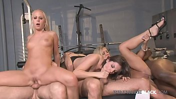 Chubby girls threesome hard fuck
