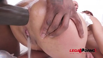 Veronica Leal balls deep fucking 3on1 with DP & piss drinking SZ2297