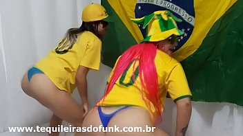 Débora Fantine and Tequileira Misteriosa dancing Funk from the Brazilian Anthem