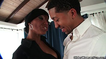 Mom has hugh tits - Ebony milf takes a cumshot