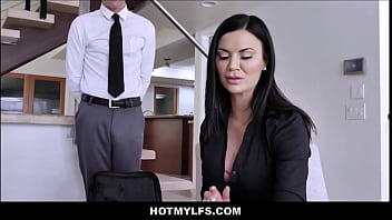 Big Tits MILF Step Mom Fucks Young Step Son In Front Of Friends thumbnail