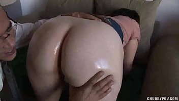 Pale big ass brunette gets oiled and drilled doggy style 6分钟